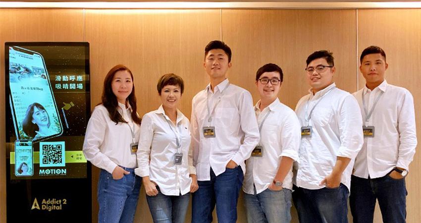 Ad2創辦人之一-楊玉玲(左2)與Ad2業務團隊,分享數位市場趨勢,宣佈創新廣告產品Motion正式上線!